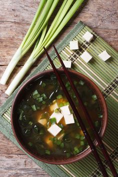 Dr. Oz. espouses Miso Soup as one of the top three superfoods for blasting belly fat. This recipe is so simple and takes only 20 minutes to make! (vegetarian, vegan, diet, healthy) Bakerette.com