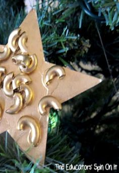 Check out this cool DIY ornament toddler craft that will give you a great holiday keepsake.