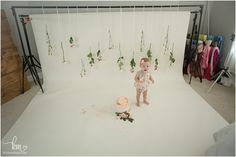 behind the scenes of cake smash session - fresh flowers