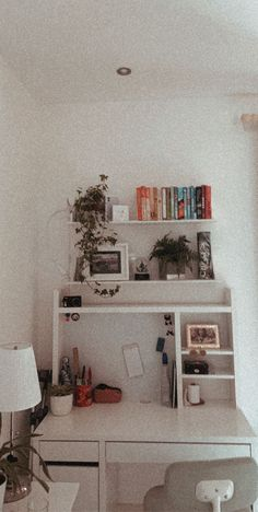 just a fun way to organize your desk! Study Room Decor, Diy Room Decor For Teens, Teen Room Decor, Ikea Micke, Micke Desk, Ikea Table, Aesthetic Room Decor, Girl Bedroom Designs, Bedroom Desk