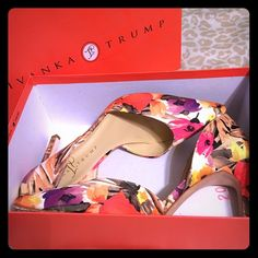 Floral Heels In time for Easter! Worn 4 times! Shoes Heels