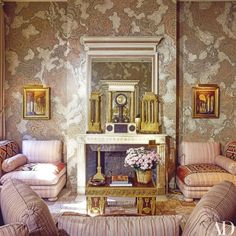 ©️François Catroux Living Room Modern, Living Spaces, Living Rooms, Home Modern, Alcove Seating, Glam House, Chandelier, Vintage Interiors, Elegant Dining