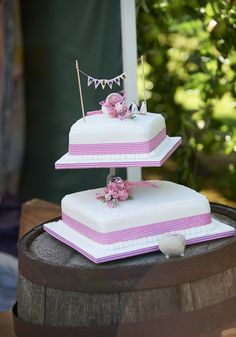 A two tier wedding c
