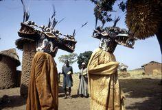 Wanyugo masks dancers, near Korhogo (Eliot Elisofon)