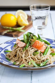 Sour Cream, Foodies, Spaghetti, Lunch, Ethnic Recipes, Inspiration, Lemon, Biblical Inspiration, Eat Lunch