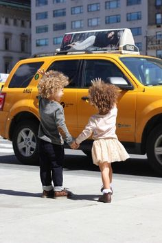 Ryder and London, aka The Little Royals, hailing a cab in NYC. Cute Kids, Cute Babies, Baby Kids, Little People, Little Ones, Stylish Kids, Kids Wear, Kids Fashion, Babe