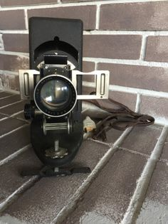 Visionneuse ancienne #vintage #vintagefashion #visionneuse #industrial #60s #deco #homedecor #home #love #beauty Photo Vintage, Vintage Photos, Polaroid, Binoculars, Deco, Beautiful Images, Deko, Decorating, Dekoration