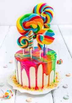 Psychedelic Rainbow Swirl Lollipop Cake (raspberri cupcakes)