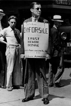 Robley D. Stevens, victim of the Depression, wears a sign that… Us History, American History, Modern History, History Photos, Old Pictures, Old Photos, Grapes Of Wrath, Dust Bowl, Bonnie Clyde