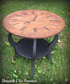 Stencil an antique clock face onto a table top LOVE Furniture Fix, Chalk Paint Furniture, Repurposed Furniture, Furniture Projects, Furniture Makeover, Painted Chairs, Decoupage, Small Tables, Side Tables