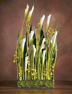 Corporate flowers, corporate flower centerpiece, add pic source on comment and… Contemporary Flower Arrangements, White Flower Arrangements, Floral Centerpieces, Art Floral, Floral Design, Beautiful Flowers Pictures, Flower Pictures, Flower Art, Flower Show