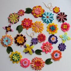 fleurs en feutrine, jolie guirlande en feutrine