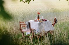 Breakfast between fields. Breakfast between fields. Comida Picnic, Bonheur Simple, Photo Images, Picnic Time, Outdoor Dining, Country Life, Fresco, Fields, Summertime