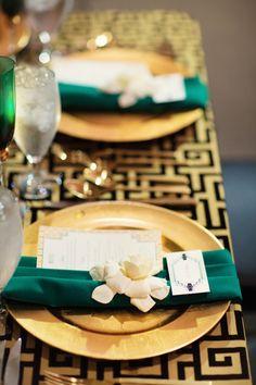 photo: Binaryflips Photography; wedding reception decor;