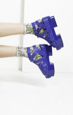 Acne Tarou / Stratchcona Stockings / #MIZUstyle