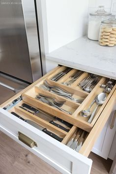 Two tiered divided cutlery drawer - put your most used silverware on the top and. Two tiered divided cutlery drawer - put your most used silverware on the top and have room for steak knives and other less commonly used cutlery on the bottom! Diy Kitchen Cabinets, Kitchen Cabinet Organization, Kitchen Cabinet Design, Kitchen Cupboards, Storage Cabinets, Interior Design Kitchen, Organization Ideas, Kitchen Remodeling, Cabinet Ideas