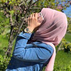Cute Girl Poses, Cute Girl Pic, Girl Photo Poses, Hijabi Girl, Girl Hijab, Stylish Girls Photos, Stylish Girl Pic, Modest Fashion Hijab, Muslim Fashion