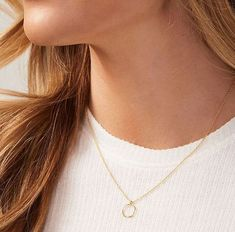 We love the simple and timeless design of this necklace, it could be dressed up or down! Lariat Necklace, Gold Necklace, Valentine Day Gifts, Valentines, Hammered Gold, Gold Plated Rings, Timeless Design, Gifts For Mom, Chains