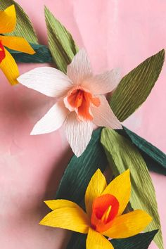 (1) |PRE-ORDER| Crepe Paper Daffodil Wreath Kit + Video Tutorial – The House That Lars Built Diy Paper, Paper Art, Diy Spring Wreath, Daffodil Flower, Wreath Supplies, Wreath Forms, Crepe Paper, How To Make Wreaths, Daffodils