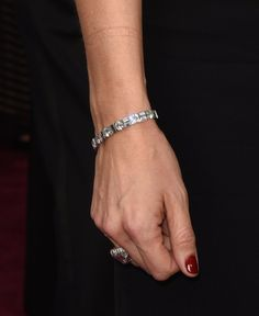 Pin for Later: Si les Stars Scintillaient Sur le Tapis Rouge des Oscars, C'était Grâce à Leurs Diamants Jennifer Garner Portant un bracelet et une bague en diamants.