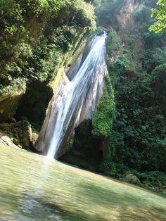 Envuelta entre montañas, riscos, alfombras de hojas se encuentra la Cascada el Chuveje (Pinal de amoles) #Cascada #Queretaro #Ecoturismo #Salvaje