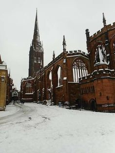 Coventry Cathedral ruins in the snow of December 2017 Coventry Cathedral, Coventry City, 40k Terrain, Places To Visit, Uk Trip, Travel England, Snow, Architecture, Building