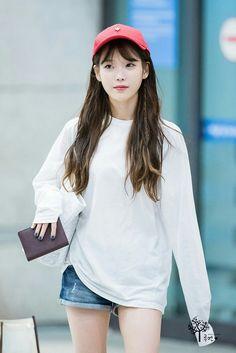 She looks amazing in anything and anytime. Kpop Fashion, Korean Fashion, Airport Fashion, Korean Celebrities, Celebs, Korean Girl, Asian Girl, Snsd Yuri, Beautiful Asian Women
