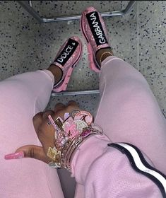 25 Pretty Makeup Looks to Try in 2019 Swag Outfits For Girls, Girl Outfits, Cute Outfits, Fashion Outfits, Sneakers Fashion, Fashion Ideas, Black Girl Fashion, Look Fashion, Jordan Shoes Girls