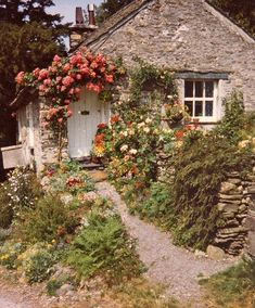 Dream cottage.. Can I please have this?