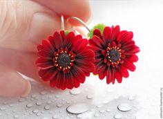 """Купить """"Гербера"""" серьги - бордовый, подарок, серьги, полимерная глина, цветы, гербера, полимерная глина"""