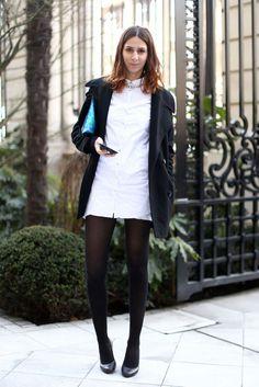 white shirt dress + statement necklace + blue metallic clutch bag + black coat - #streetstyle #chic #ootd - Transformación pfw