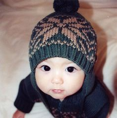 I love the hat! And check out those heart shaped lips and those eyes! Adorable! :)