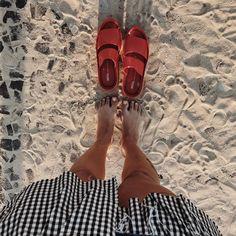 """18 curtidas, 2 comentários - Vitamine + Melissa (@vitaminemoda) no Instagram: """"#repost by @suzyegomes  Uma flatform envolvente que alia conforto e design. A melissa Shibuya está…"""""""