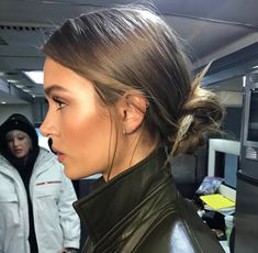 Chic and elegant hair style - Beauty Josephine skriver low bun hair style. Chic and elegant hair style Josephine skriver low bun hair style. Chic and elegant hair style Low Bun Hairstyles, Elegant Hairstyles, Pretty Hairstyles, Wedding Hairstyles, Wedding Updo, Celebrity Hairstyles, Vintage Hairstyles, Elegance Hair, Inspo Cheveux