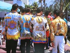 Gianni Versace, shirts from the South Beach Collection Versace Silk Shirt, Versace Dress, Versace Men, Gianni Versace, Versace Shirts, 80s Fashion Men, Timeless Fashion, Vintage Fashion, Vintage Shirts