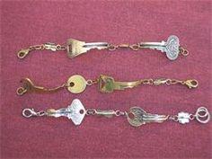 Bracciali: composizione di vecchie chiavi sia al naturale che sottoposte a trattamento galvanico.