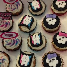 Rima makes amazing cupcakes! Amazing Cupcakes, Fun Cupcakes, Polka Dots, Desserts, How To Make, Food, Cool Cupcakes, Tailgate Desserts, Deserts