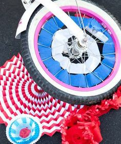 of July Decorations - Work the Wheels - Bright paper streamers can take tires on an old bike to new colorful heights. All you need is a little tape to get these wheels spinning. Bicycle Party, Kids Bicycle, Bicycle Wheel, 4th Of July Parade, Fourth Of July, Favorite Holiday, Holiday Fun, Festive, Craft Activities For Kids
