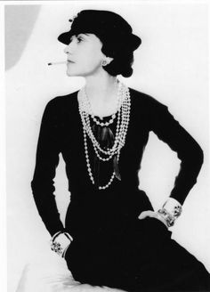 Coco Chanel in trademark ropes of pearls in a 1935 Man Ray portrait. Coco Chanel advocated what she called 'austere luxury', the essence of chic. Coco Chanel Moda, Estilo Coco Chanel, Mademoiselle Coco Chanel, Chanel Men, Chanel Brand, Coco Chanel Style, Chanel Designer, Man Ray, French Fashion