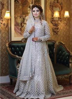 Latest Bridal Dresses, Asian Bridal Dresses, Pakistani Wedding Dresses, Bridal Outfits, Indian Bridal Photos, Bridal Pics, Bridal Shoot, Pakistani Bridal Hairstyles, Pakistani Bridal Makeup