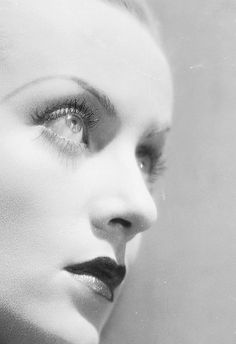 Carole Lombard in the 40's long brow with thin elongated narrow ends...red lips & curled lashes..