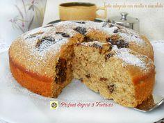 La torta integrale con ricotta e cioccolato oltre ad essere soffice e leggera è priva di grassi come il burro e l'olio. Ideale dalla colazione in poi.