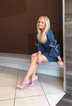Celebrity Leg Show: Emma Bunton Emma Bunton, Spice Girls, Beautiful Legs, Gorgeous Women, Stilettos, Classy Women, Sexy Women, Dame Chic, Pernas Sexy
