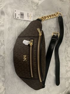 Michael Kors fannypack for Sale in Arlington, TX - OfferUp Michael Kors Outlet, Handbags Michael Kors, Purses And Handbags, Stylish Fanny Pack, Mini Mochila, Hand Painted Shoes, Cute Purses, Girls Bags, Pouch Bag