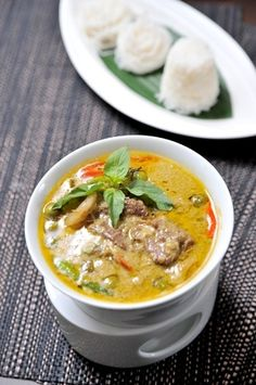 Grass fed beef in a home made beef green thai curry paste, filled with lots of veggies! Unislim Recipes, Creole Recipes, Curry Recipes, Dinner Recipes, Healthy Recipes, Paleo Meals, Healthy Meals, Easy Meals, Thai Beef Curry