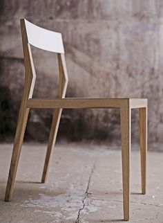 Air chair in solid ash or walnut by Mint #WoodenChair