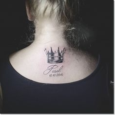 Crowns are accessories used on the head and symbolize the nobility. Usually small crown tattoos are known for being used by kings, queens, princes and princesses. Small Crown Tattoo, Small Tattoos, Crown Tattoos For Women, Prince Crown, Gorgeous Tattoos, Creative Tattoos, Tatoos, Tattoo Designs, Pudding Shots