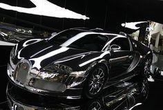 Mirror-Finish Bugatti Veyron