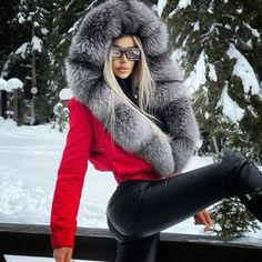Fur Fashion, Fashion Models, Womens Fashion, Leather Jeans, Leather Outfits, Exotic Women, Fur Collars, Winter Jackets, Fur Jackets