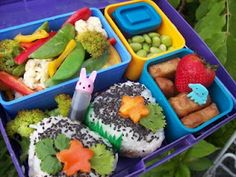 Vegan Lunchbox: One of my all time favorite blogs. Try this lunch ASAP: Japanese inspired veggies and omusubi.